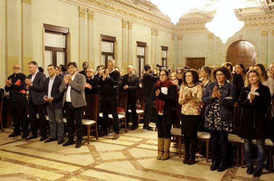 Minuto de silencio en memoria de la mujer asesinada en Fuenlabrada.
