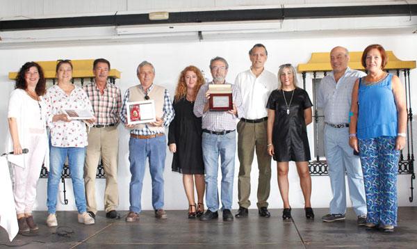 Foto de familia  de la organización, premiados y jurado.