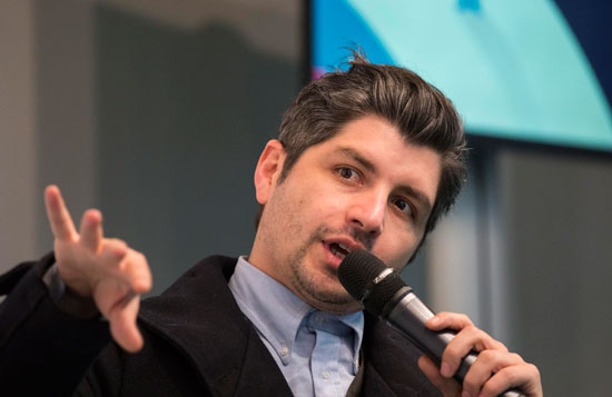 Simón Hernández durante la presentación de la cinta en la Casa Colón.