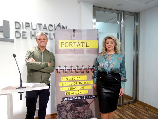 Rubén Barroso y Lourdes Garrido durante la presentación del proyecto Portátil en la Diputación de Huelva.
