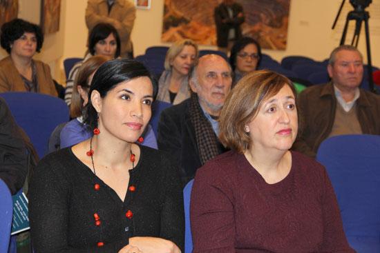 Amaranta Osorio e Itziar Pascual durante el acto de entrega del premio.