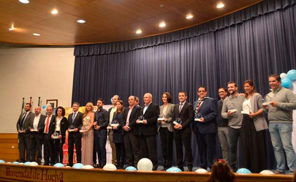 Imagen de todos los premiados en la Gala Responsable con la Infancia.
