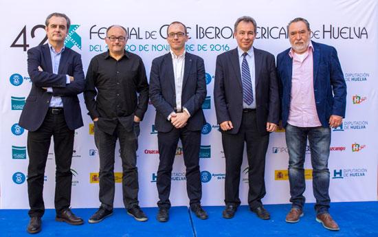 El V Foro Egeda-Fipca ha sido inaugurado por Adrián Solar, presidente de Fipca; Rafael Sánchez, director de Relaciones Institucionales de Egeda; Eduardo Tamarit, secretario general de Cultura de la Junta de Andalucía; y Manuel H. Martín, director del Festival de Cine Iberoamericano de Huelva.