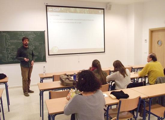 Imagen de la charla sobre cooperación forestal.