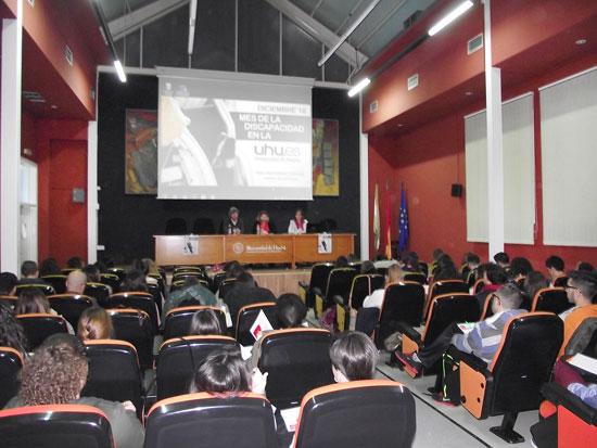 Jornadas de sensibilización y aproximación a la discapacidad física y visual celebradas en la UHU.