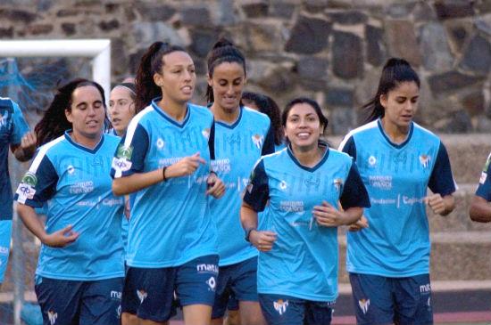 Jugadoras durante un entrenamiento del Sporting Club de Huelva.