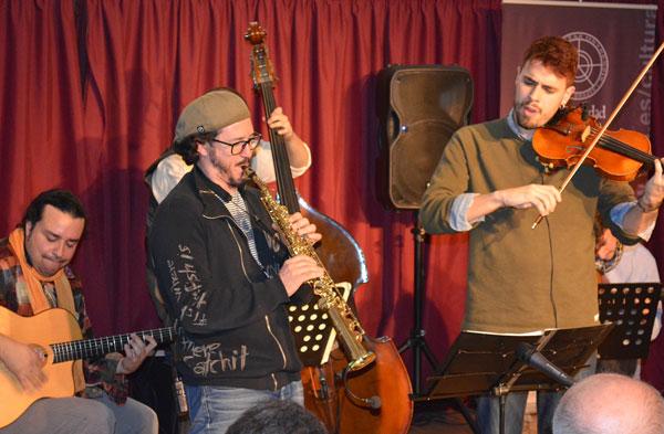Actuación de Stringville Quintet en la singular Microsala de la UHU con motivo del Festival Noctámbula.