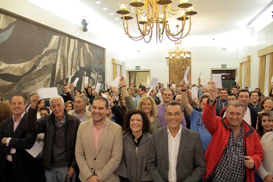 Autónomos reciben la subvención en Diputación.