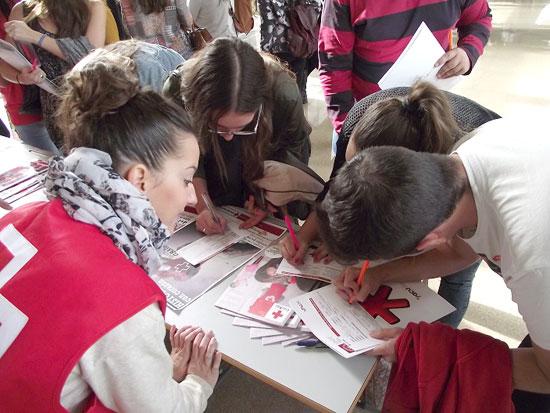 Stand de Cruz Roja.