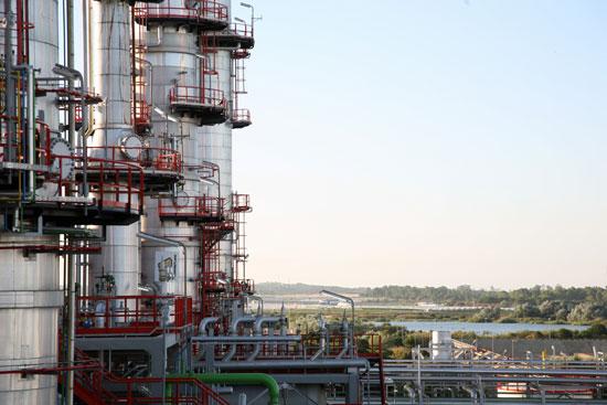 Imagen de la refinería de CEPSA en Huelva.