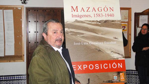 José Luis Gozálvez Escobar en la inauguración de la exposición.
