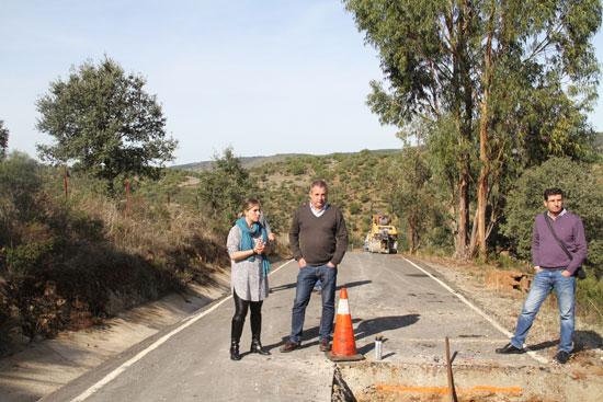 Laura Martín durante la visita a las obras de mejora.