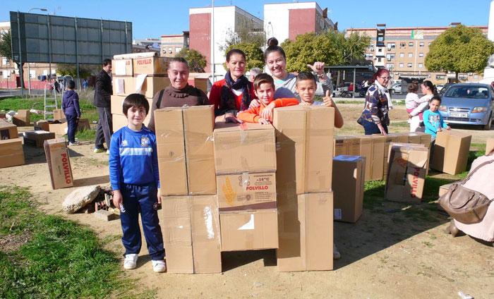 Algunos de los participantes en la construcción del parque.