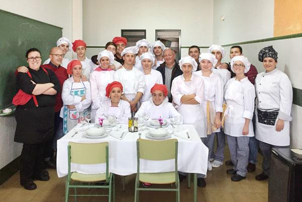 Imagen de la visita al IES José María Morón y Barrientos de Cumbres Mayores.