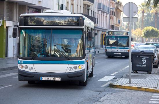Imagen es autobuses de Emtusa.
