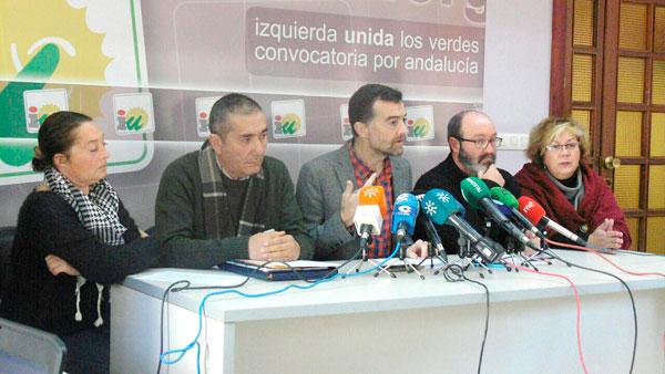 Representantes de Izquierda Unida, durante su comparecencia en rueda de prensa.