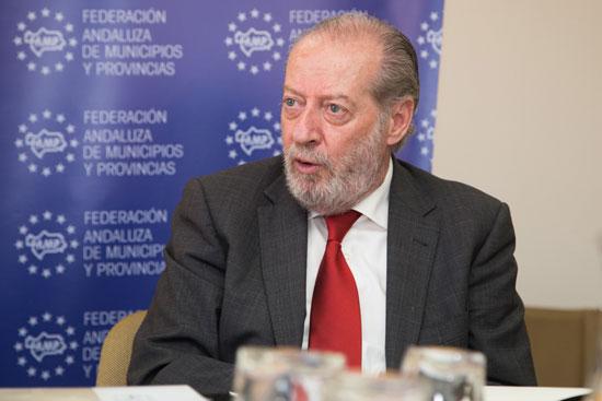 Fernando Rodríguez Villalobos durante la reunión de trabajo.