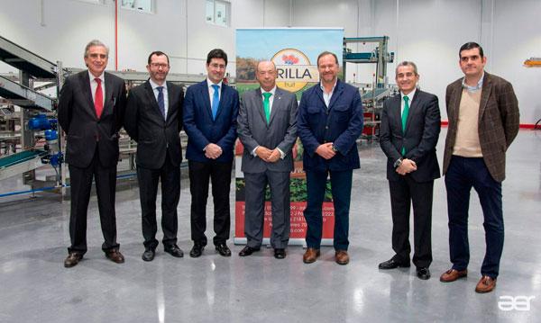 Directivos de Caja Rural del Sur y de Interfresa acompañaron a Erilla Fruit en la inauguración de las nuevas instalaciones.