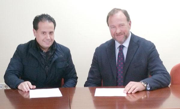 Rafael Carlos Acevedo y José Luis García-Palacios Álvarez durante la firma del convenio.