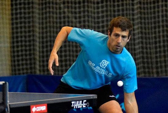 Adrián Robles durante un partido.