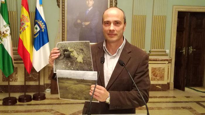 Rafale Gavilán durante una rueda de prensa en el Ayuntamiento de Huelva.