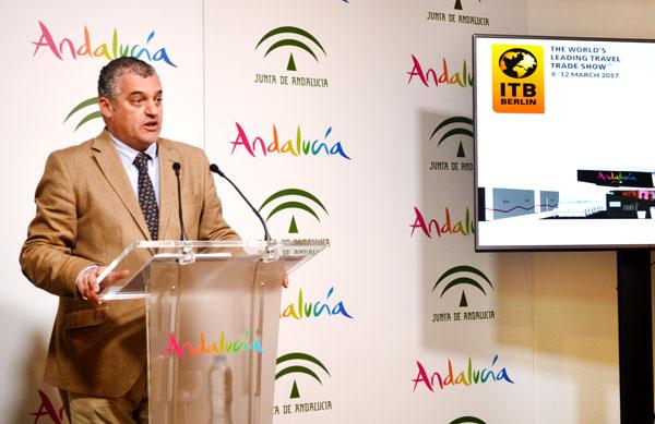 Javier Carnero en rueda de prensa.