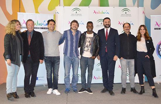"""Francisco Javier Fernández junto a los miembros de equipo de """"Señor, dame paciencia""""."""