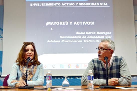 El concejal Juan Martínez Toro y la coordinadora de Educación Vial de la Jefatura Provincial de Tráfico en Huelva, Alicia Devós.