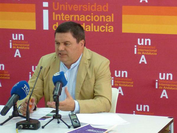 Agustín Galán, vicerrector del Campus de la Rábida, durante la presentación.