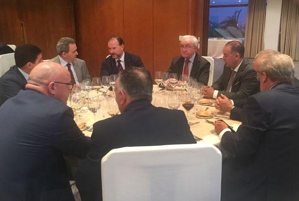 El presidente de Caja Rural del Sur como su director, José Luis García Palacios y Rafael López Tarruella, respectivamente, estuvieron junto a otros directivos del Grupo en el homenaje.