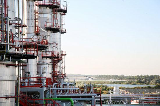 """Imagen de refinería """"La Rábida"""""""