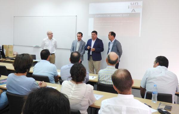 """Inauguración del curso """"Encuentro de innovación y desarrollo: clústeres industriales 4.0. Retos y oportunidades""""."""