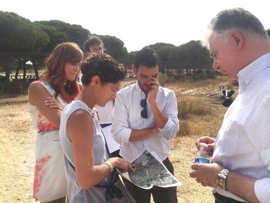 Imagen de la visita de los delegados a la zona.