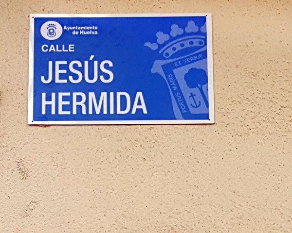 Rótulo de la calle Jesús Hermida.
