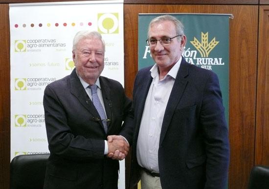 Los presidentes de Fundación Caja Rural del Sur y Cooperativas Agro-alimentarias de Huelva renuevan el convenio de colaboración.