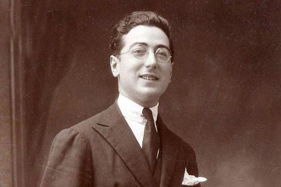 Imagen del poeta y compositor moguereño Xandro Valerio.