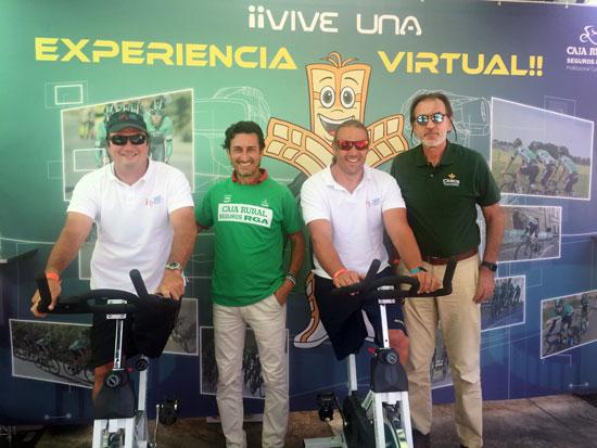 Arturo Montes y Javier Reja, presidente y vicepresidente respectivamente de la 'Asociación In para el Fomento del Deporte Adaptado de Andalucía' tuvieron también oportunidad de participar en la pedalada solidaria junto con representantes de Caja Rural del Sur.
