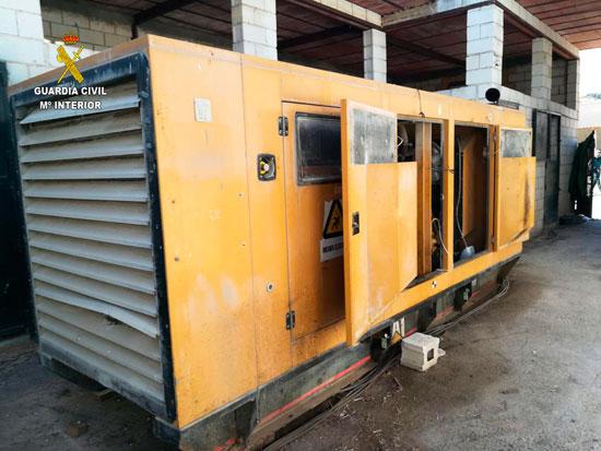 Imagen del generador que servía para alimentar energéticamente el cultivo de interior.