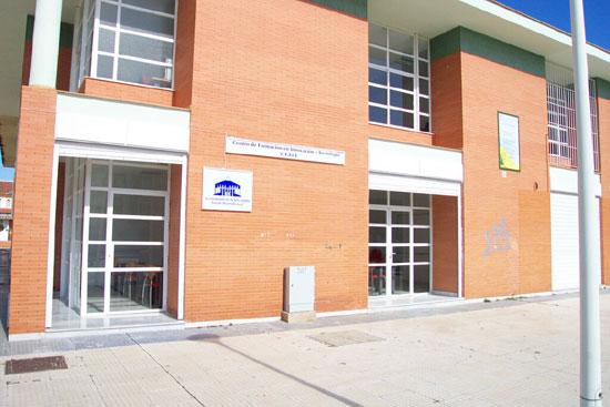 Centro de Formación en Innovación y Tecnología, CEFIT, situado en la calle Rafael Montesinos s/n de la localidad puntaumbrieña