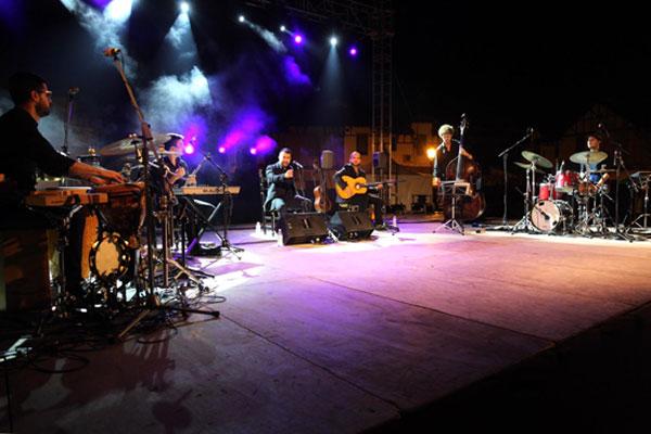 """Actuación de Planeta Jondo en el escenario """"Quitasueños"""" del Barrio Obrero."""