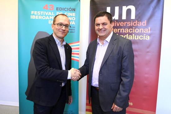 El director del Festival de Cine Iberoamericano de Huelva, Manuel H. Martín y el director de la sede de La Rábida, Agustín Galán, rubricaron este acuerdo en la sede del Festival.