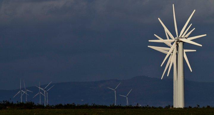 Imagen de turbinas eólicas en la provincia de Huelva.(Imagen: Julián Pérez)