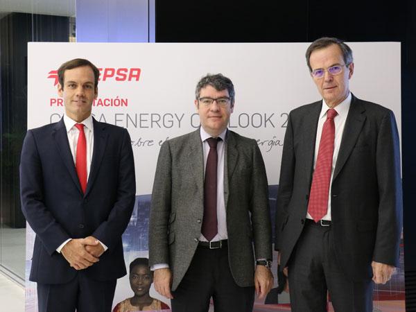 De Izquierda a derecha: Héctor Perea (Director de Estrategia de Cepsa), Álvaro Nadal (Ministro de Energía del gobierno español) y Pedro Miró (CEO de Cepsa)