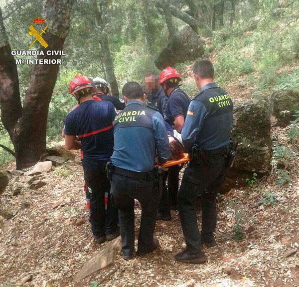 Imagen de archivo de un rescate realizado por la Guardia Civil y Bomberos.
