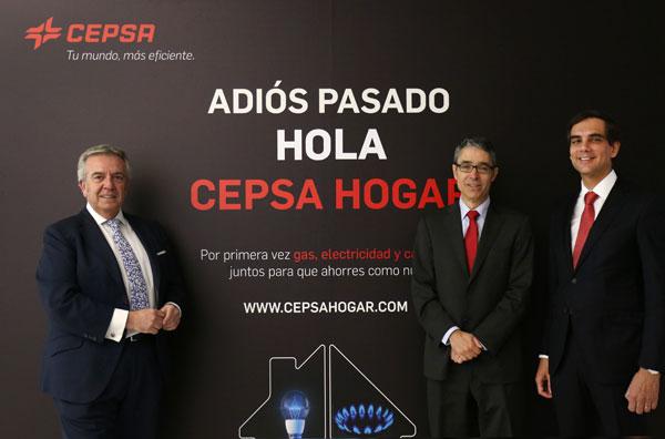 En la imagen, Santiago Ruiz, Director de Estaciones de Servicio, Álvaro Díaz Bild, Director Comercial, y Filipe Henriques, Director de Gas y Electricidad Residenciales.