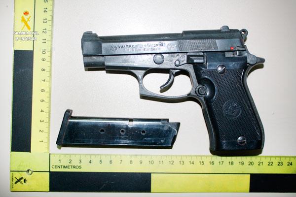 Imagen de la pistola detonadora intervenida.
