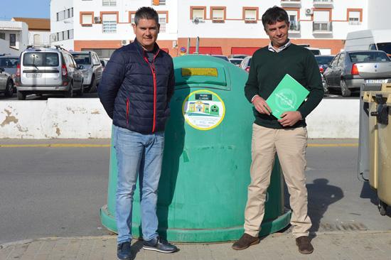 Raúl Corralejo, concejal de Medio Ambiente, junto al Técnico Gerente de zona de Ecovidrio, José Antonio Garrote Cabeza.
