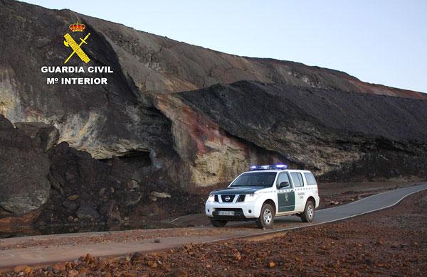 Imagen de un vehículo de la Guardia Civil en una zona minera.