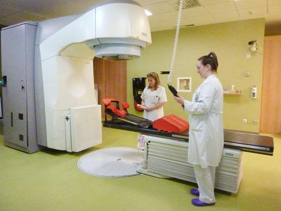Uno de los dos aceleradores lineales de la Unidad de Radioterapia.