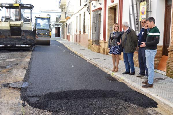 La alcaldesa Rocío Cárdenas junto a los concejales Pepe Barrado y Raúl Corralejo visitan las obras.